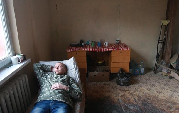 Корреспондент: Репортаж из хостела, обустраиваeмого бойцами АТО