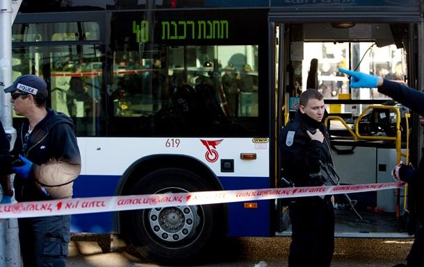 Преступник с ножом напал на пассажиров автобуса в Тель-Авиве