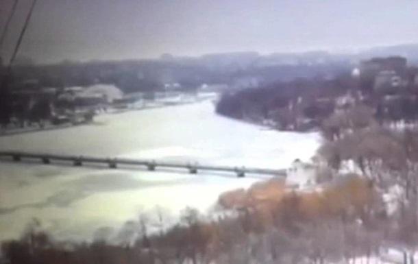 В сети появилось видео падения снарядов в Донецке