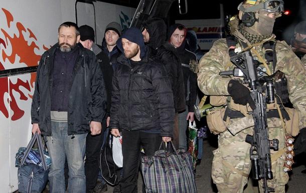 Из плена ДНР освободили трех  киборгов  - Минобороны