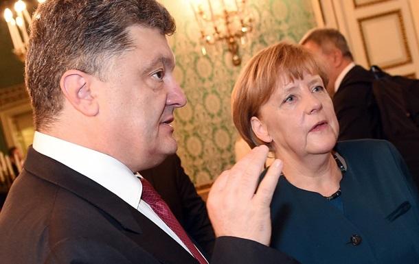 Порошенко поговорил с Меркель и Олландом об обстреле Мариуполя