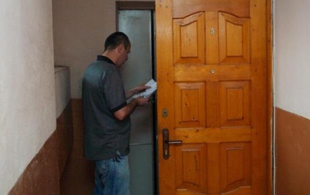 Киевских дворников пугают лишением зарплат за отказ разносить повестки
