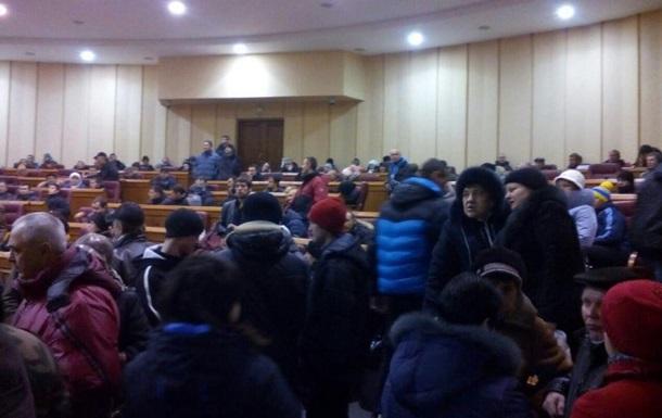В Кривом Роге митингующие захватили здание горсовета