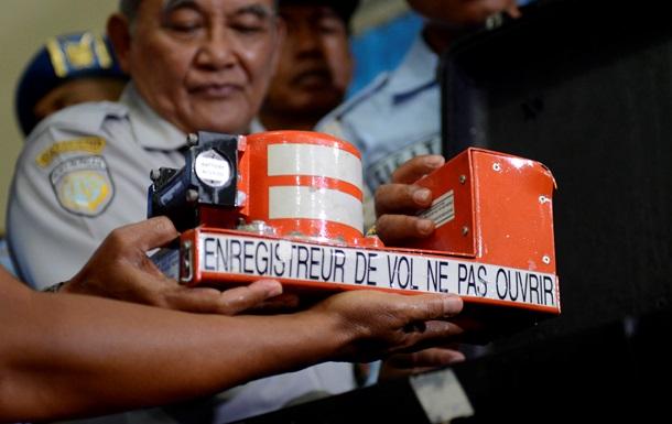 Черные ящики  разбившегося AirAsia прояснили картину авиакатастрофы