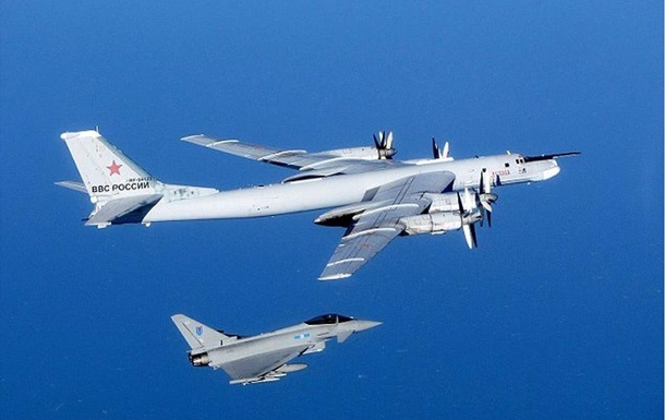 Как в 1940 . Британские истребители поднялись в небо из-за ВВС России