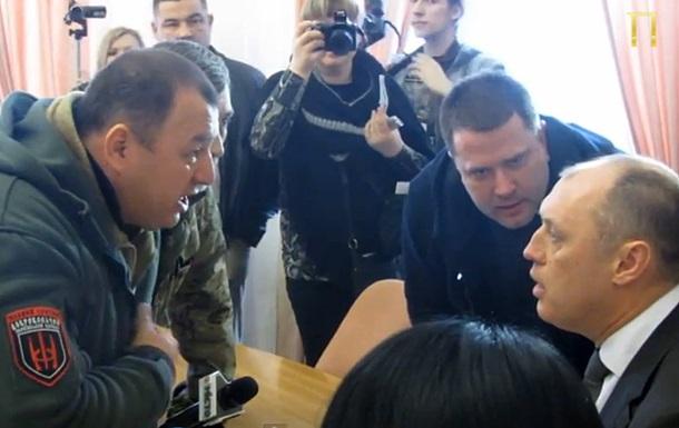 Правый сектор требовал у мэра Полтавы землю, угрожая отправить воевать- СМИ