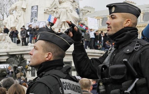 Во Франции пятерых россиян обвинили в связях с террористами