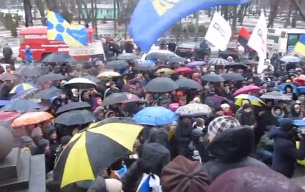 В Полтаве митингующие требуют признать Россию страной-агрессором