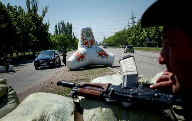 На въездах в Киев укрепят блокпосты