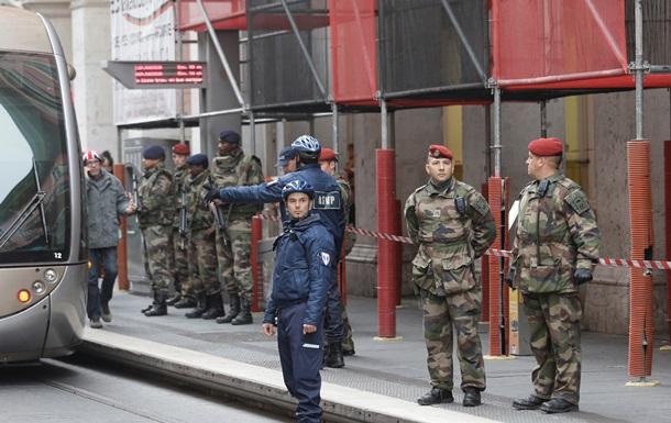 Франция: у здания еврейского центра на троих солдат напал мужчина с ножом