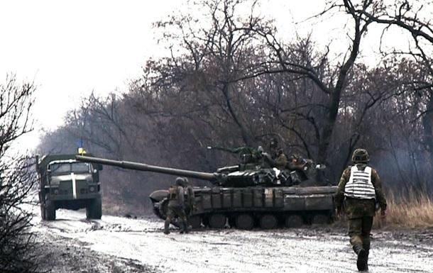 Обнародовано видео, как бойцы АТО убегали от собственного танка