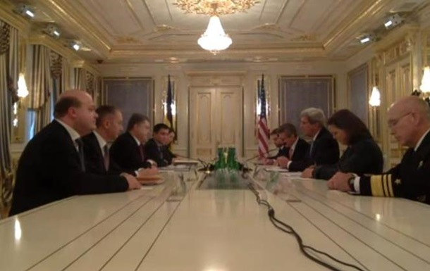 Порошенко и Керри встречаются в Киеве