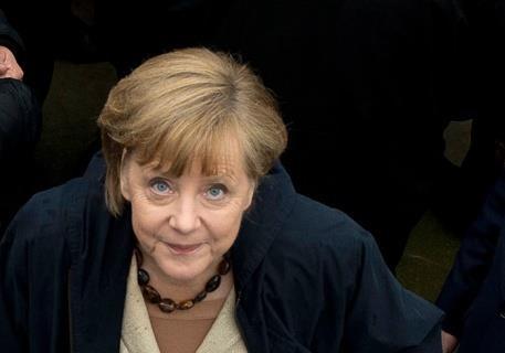 Какую  новую мирную инициативу  Меркель и  Олланд предложат Киеву и Москве ?