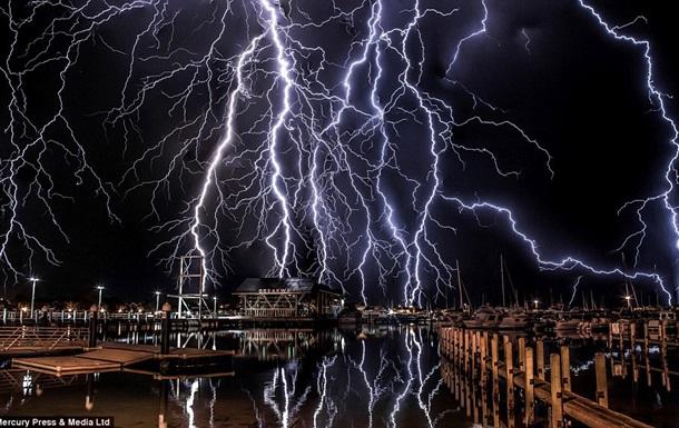Фотограф-любитель представил уникальные снимки молнии