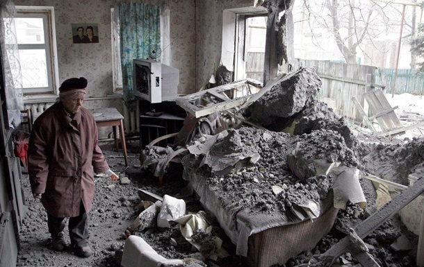 В Донецке с утра слышны залпы и взрывы, есть погибший