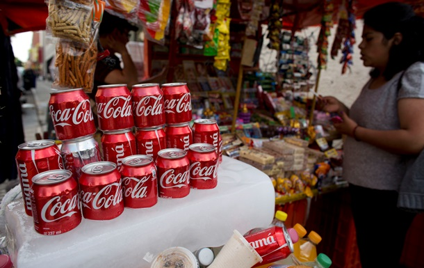 Прибыль компании Coca-Cola упала на 55%