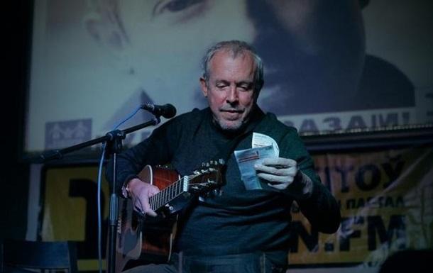 Макаревич спел песню о Путине в минском кафе