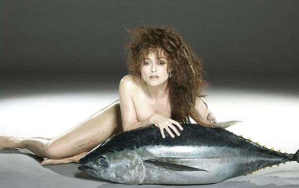 Звезда Гарри Поттера позировала обнаженной, прикрываясь огромной рыбой