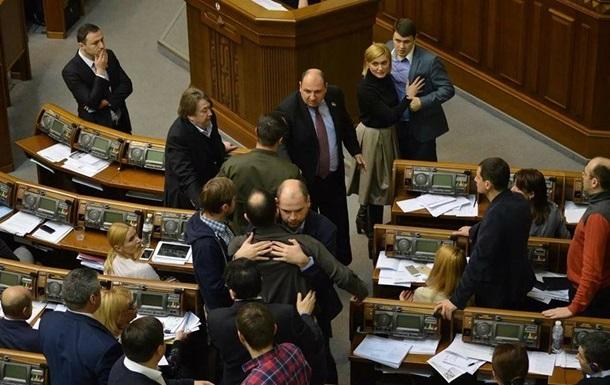 В  Самопомощи  извинились за драку в парламенте