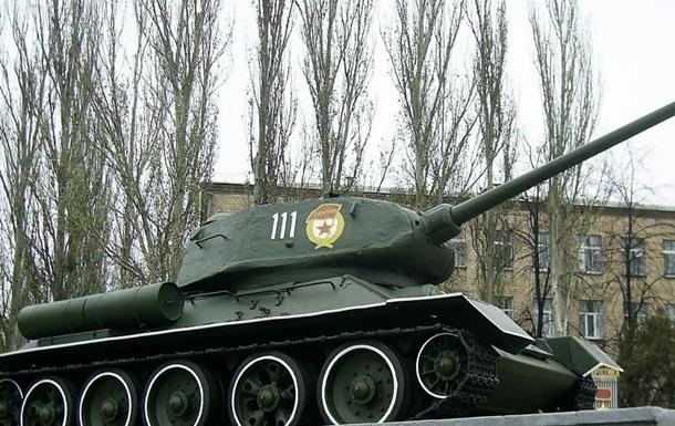 Пришла и Украины очередь снимать «тридцатьчетвёрки» с постаментов