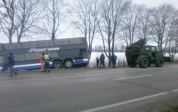 Под Киевом два автобуса с пассажирами съехали в кювет, есть пострадавшие