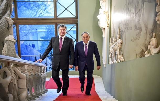 Назарбаев пригласил Порошенко в Казахстан