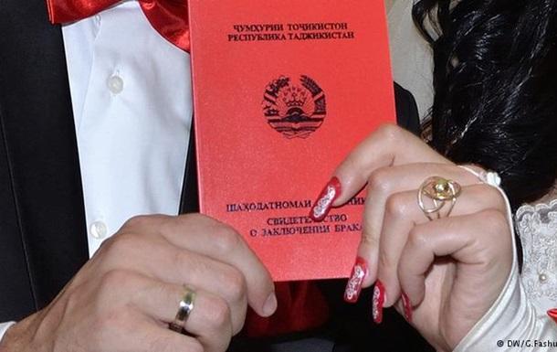 В Таджикистане решили бороться с родственными браками