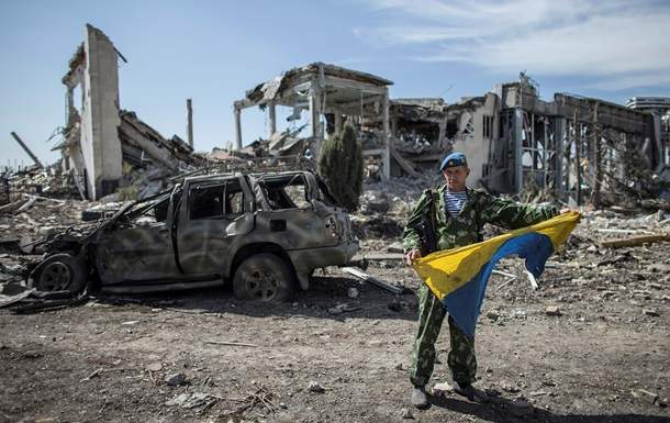 Депутат от блока Порошенко нашел причину всех бед Украины в неверном флаге