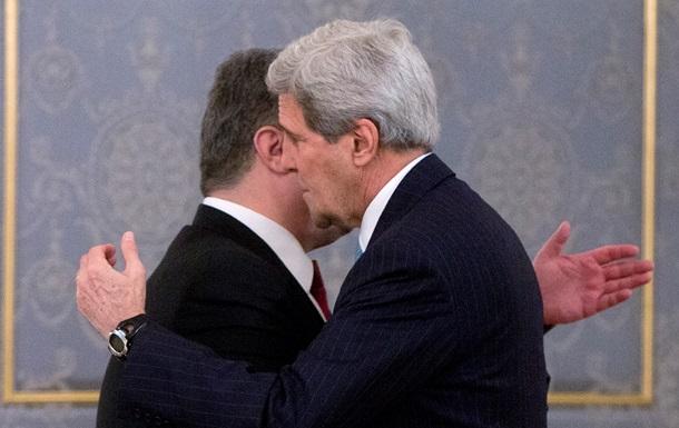 Порошенко обсудил с Керри ситуацию в Донбассе