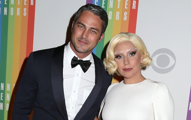 Lady GaGa объявила о помолвке с актером Тейлором Кинни
