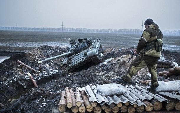 Сепаратисты штурмуют лагерь сил АТО под Дебальцево
