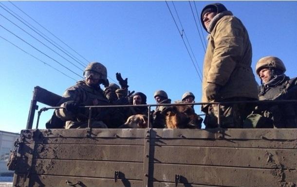 Порошенко заявил о плановом отводе войск из Дебальцево