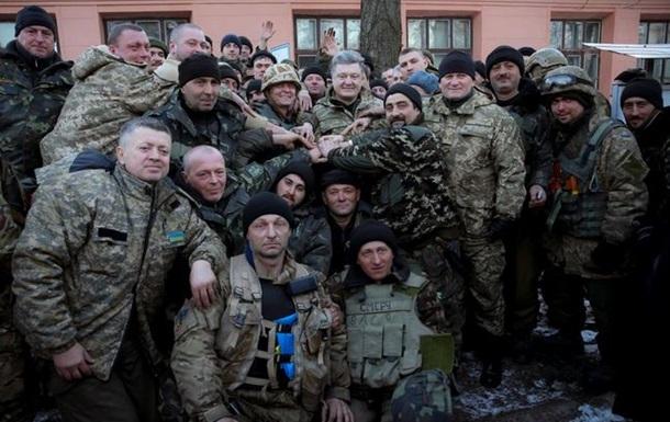 Порошенко встретился в Артемовске с бойцами из Дебальцево