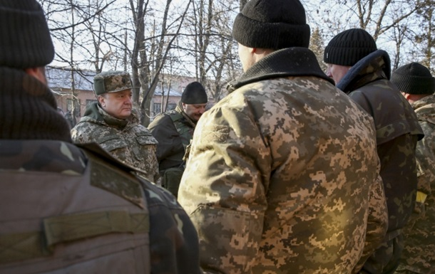 Порошенко раскрыл подробности вывода войск из Дебальцево