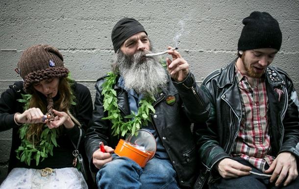 Ученые выяснили, почему марихуана повышает аппетит