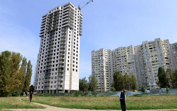 В Украине объемы строительства упали почти на треть
