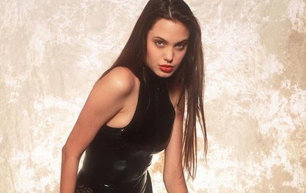 Обнародованы ранее неопубликованные фото 16-летней Анджелины Джоли