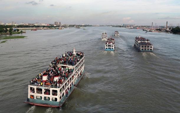 Паром с сотнями пассажиров затонул в Бангладеш