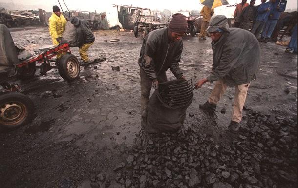 Все шахтеры спасены от огня на руднике в ЮАР