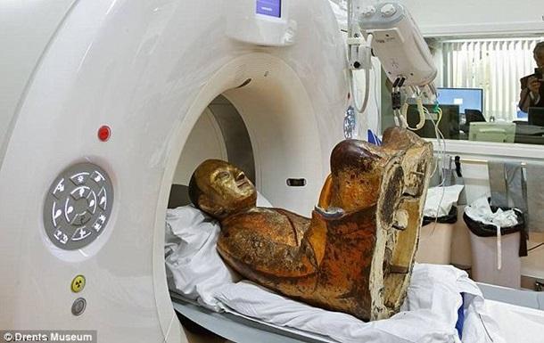 Тысячелетняя статуя Будды скрывала монаха