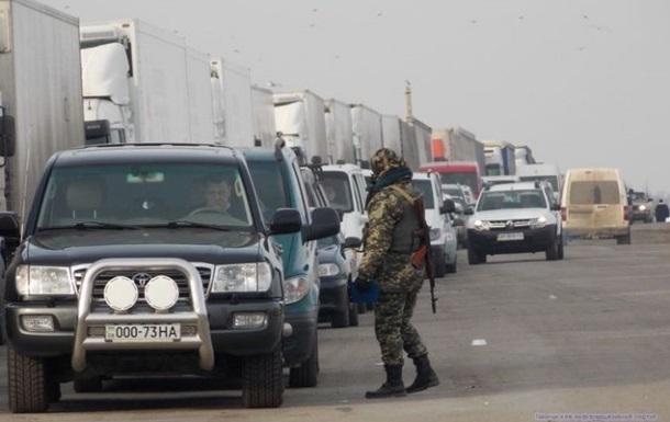 Между Крымом и Украиной собралась километровая очередь грузовиков