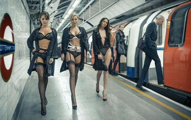 На станции лондонского метро устроили показ нижнего белья