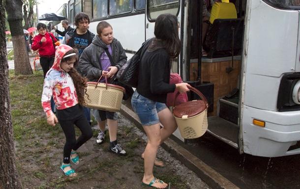 В Украине меньше миллиона вынужденных переселенцев – Яценюк