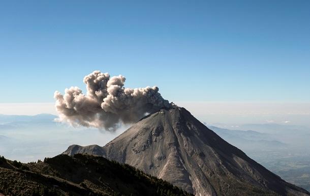В Мексике вулкан выбросил столб пепла на высоту почти 4 километра