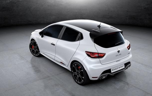 В Сети появились первые фото  заряженного  Renault Clio RS