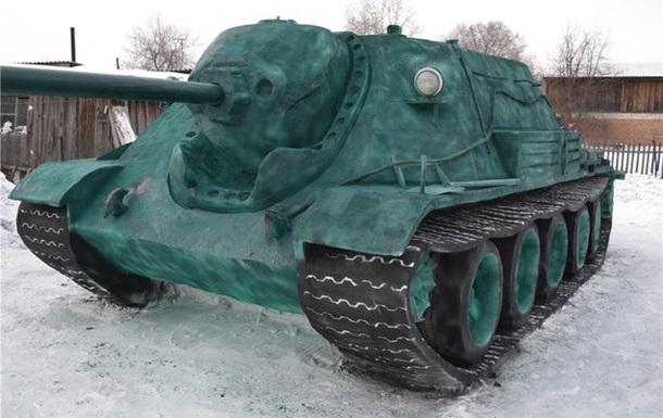 Сибиряк сделал танк из 20 тонн снега