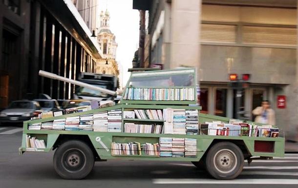 Оружие массового образования: аргентинец построил танк-библиотеку