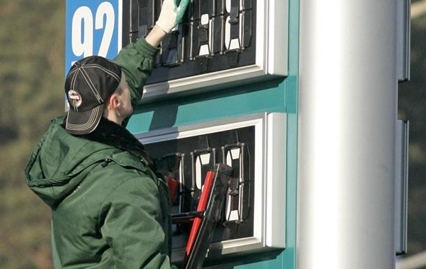 Бензин за выходные существенно подешевел