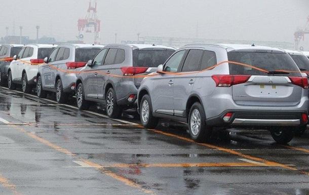 В Сеть попали первые снимки обновленного Mitsubishi Outlander