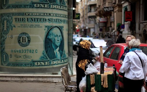 Доллар на  черном  рынке подешевел на копейки